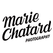 Logo/Portrait: Fotograf Marie Chatard Photography